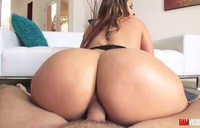 Big Butt Woman Giving Up to Ass After Sucking Cock